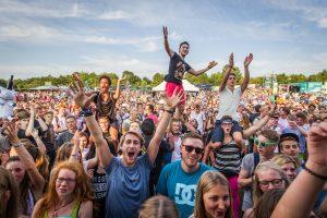 Impressionen am 22. August 2015 während dem Musikfestival Green Juice in Bonn auf der Bühne. Bild: Rainer Keuenhof