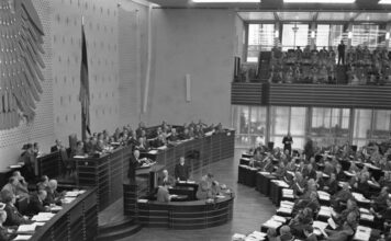 Bundesarchiv, B 145 Bild-F002349-0009 / Brodde / CC-BY-SA 3.0