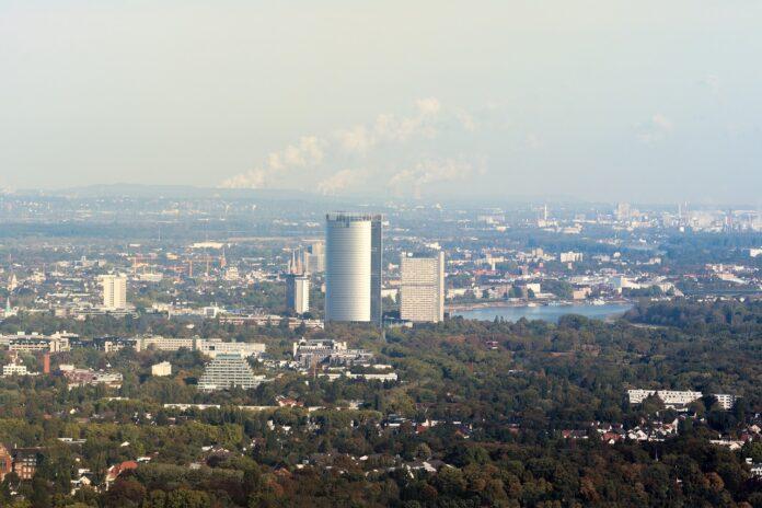Bonner Panorama mit Posttower Foto: Max Waidhaus / CC0 via Pixabay.de
